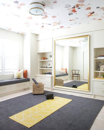 Неоклассика Домашний тренажерный зал by Reena Sotropa In House Design Group
