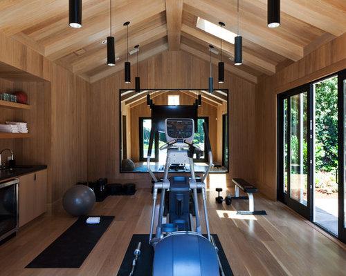 fitnessraum mit hellem holzboden und kraftraum einrichten. Black Bedroom Furniture Sets. Home Design Ideas