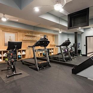 Réalisation d'une salle de sport tradition de taille moyenne et multi-usage avec un sol gris et un mur gris.