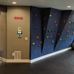 Ispirazione per una palestra multiuso design di medie dimensioni con pareti multicolore e pavimento nero