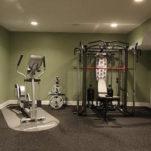 Idée de décoration pour une salle de sport tradition avec un sol noir.