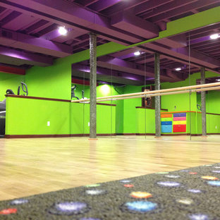 Moderner Fitnessraum in Sonstige