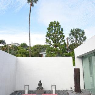 Mittelgroßer Asiatischer Yogaraum in Los Angeles