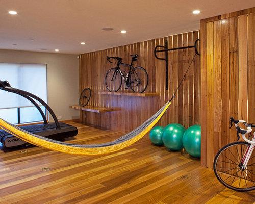 Fitnessraum mit brauner wandfarbe ideen design bilder for Boden fitnessraum