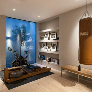 Inspiration for a contemporary home gym in London.