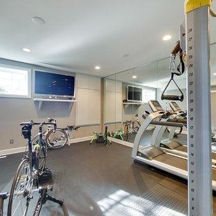 Ispirazione per una piccola sala pesi contemporanea con pareti grigie, pavimento in cemento e pavimento grigio