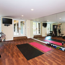 modern home gym by Hibbs Homes, LLC