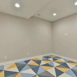 Mittelgroßer, Multifunktionaler Moderner Fitnessraum mit grauer Wandfarbe und blauem Boden in Denver