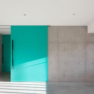 Kleiner, Multifunktionaler Moderner Fitnessraum mit grüner Wandfarbe und Betonboden in Sydney