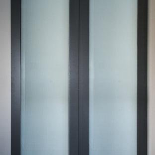 Foto di una grande palestra in casa design con pareti grigie
