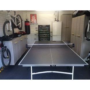 Moderner Fitnessraum in Buckinghamshire
