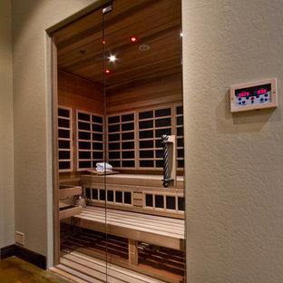 フェニックスの中くらいのトランジショナルスタイルのおしゃれな多目的ジム (ベージュの壁、淡色無垢フローリング) の写真