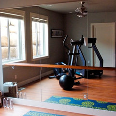 contemporary home gym by Design Dacoy