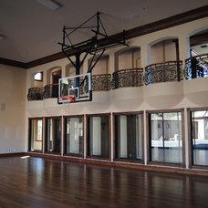 Modern Home Gym by PF Design