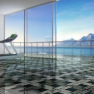 Multifunktionaler, Großer Fitnessraum mit grauer Wandfarbe und Marmorboden in San Francisco