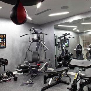Ispirazione per una sala pesi tradizionale di medie dimensioni con pareti grigie e pavimento in linoleum