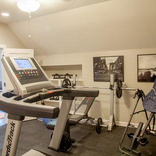 Esempio di una piccola sala pesi chic con pareti beige, pavimento in vinile e pavimento grigio