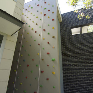 Foto di una parete da arrampicata minimal