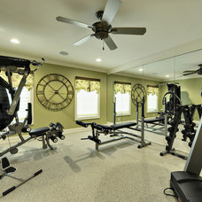 Home Gym by Echelon Custom Homes