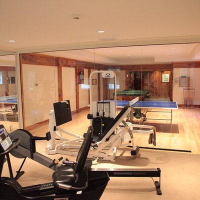 Example of a trendy home gym design in New York