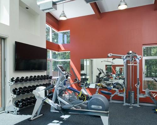 Fitnessraum mit roter wandfarbe ideen design bilder houzz for Boden fitnessraum