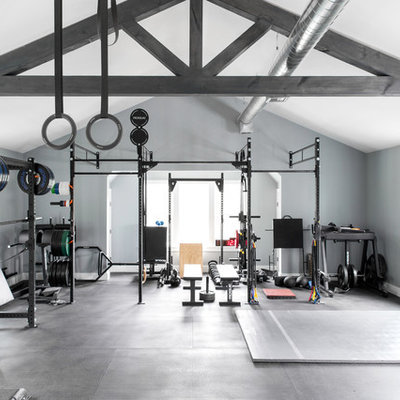 Inspiration for a coastal home gym remodel in New York