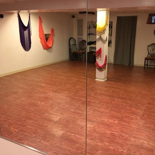 salle de sport avec un sol en vinyl photos et id es d co de salles de sport. Black Bedroom Furniture Sets. Home Design Ideas