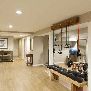 Inspiration for an industrial home gym remodel in New York