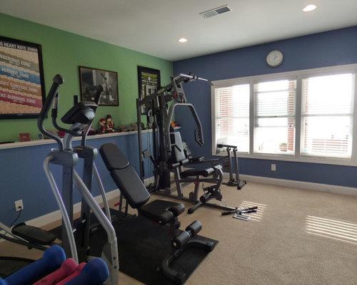 salle de sport avec un sol en moquette et un mur bleu photos et id es d co de salles de sport. Black Bedroom Furniture Sets. Home Design Ideas