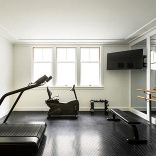 Foto di una piccola palestra multiuso american style con pareti bianche e pavimento nero