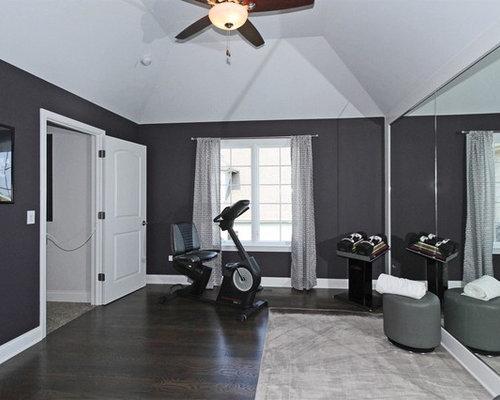 salle de sport budget lev avec un sol en bois fonc photos et id es d co de salles de sport. Black Bedroom Furniture Sets. Home Design Ideas