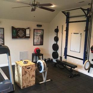 Immagine di una piccola sala pesi chic