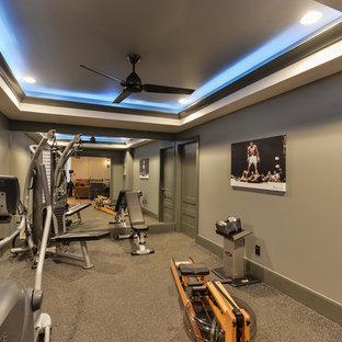 Réalisation d'une salle de sport tradition multi-usage et de taille moyenne avec un mur gris et un sol en liège.