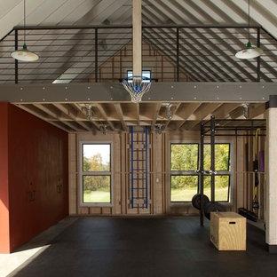 Eklektischer Fitnessraum mit Betonboden in New York