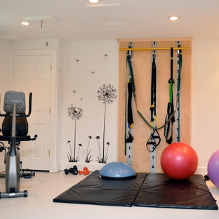 Minimalist home gym photo in Cleveland