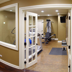 traditional home gym by Sebring Services