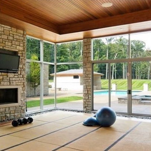 This is an example of a contemporary home gym in Detroit.