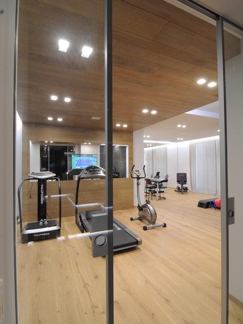 Moderner fitnessraum in venedig ideen design bilder houzz for Boden fitnessraum