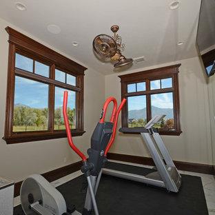 Multifunktionaler, Großer Fitnessraum mit beiger Wandfarbe und Marmorboden in Salt Lake City