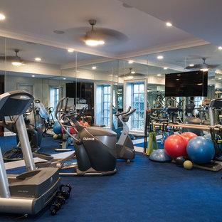 Klassischer Fitnessraum mit blauem Boden in Washington, D.C.