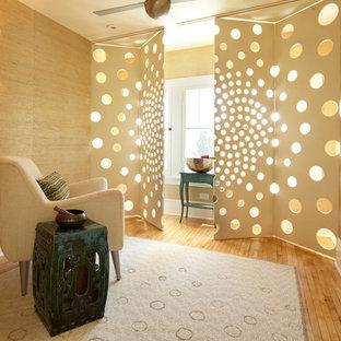 Пример оригинального дизайна интерьера: домашний тренажерный зал в современном стиле