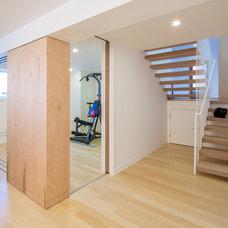 Modern Home Gym by CITYDESKSTUDIO, Inc.