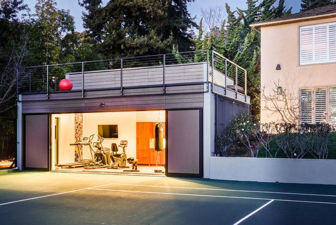 Contemporary Home Gym by Studio Bergtraun AIA
