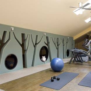 Idéer för rustika hemmagym med grovkök, med grå väggar och grått golv