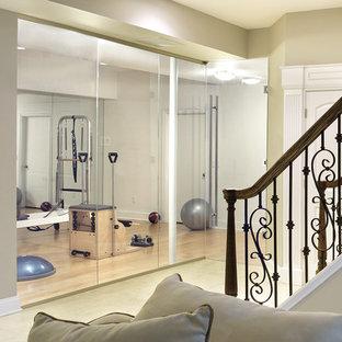 ニューヨークのトラディショナルスタイルのおしゃれなホームジムの写真