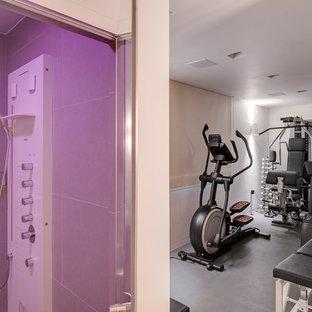 Multifunktionaler, Kleiner Moderner Fitnessraum mit weißer Wandfarbe, Linoleum und grauem Boden in Devon
