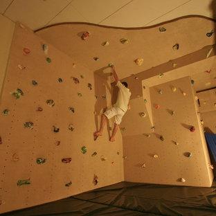 Ispirazione per una parete da arrampicata bohémian con pareti beige