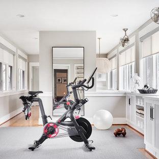 ダラスのトランジショナルスタイルのおしゃれなホームジム (グレーの床) の写真