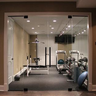 Foto di una piccola sala pesi tradizionale con pareti beige