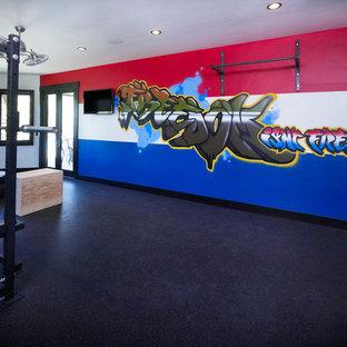 Idée de décoration pour une grand salle de sport bohème multi-usage avec un mur multicolore et un sol en liège.